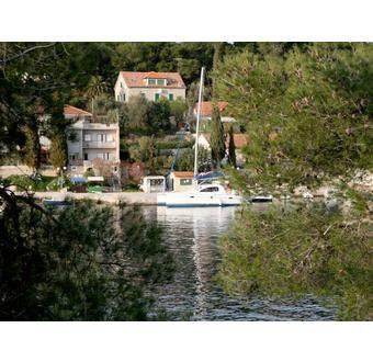 Staden Maslinica och ön Solta