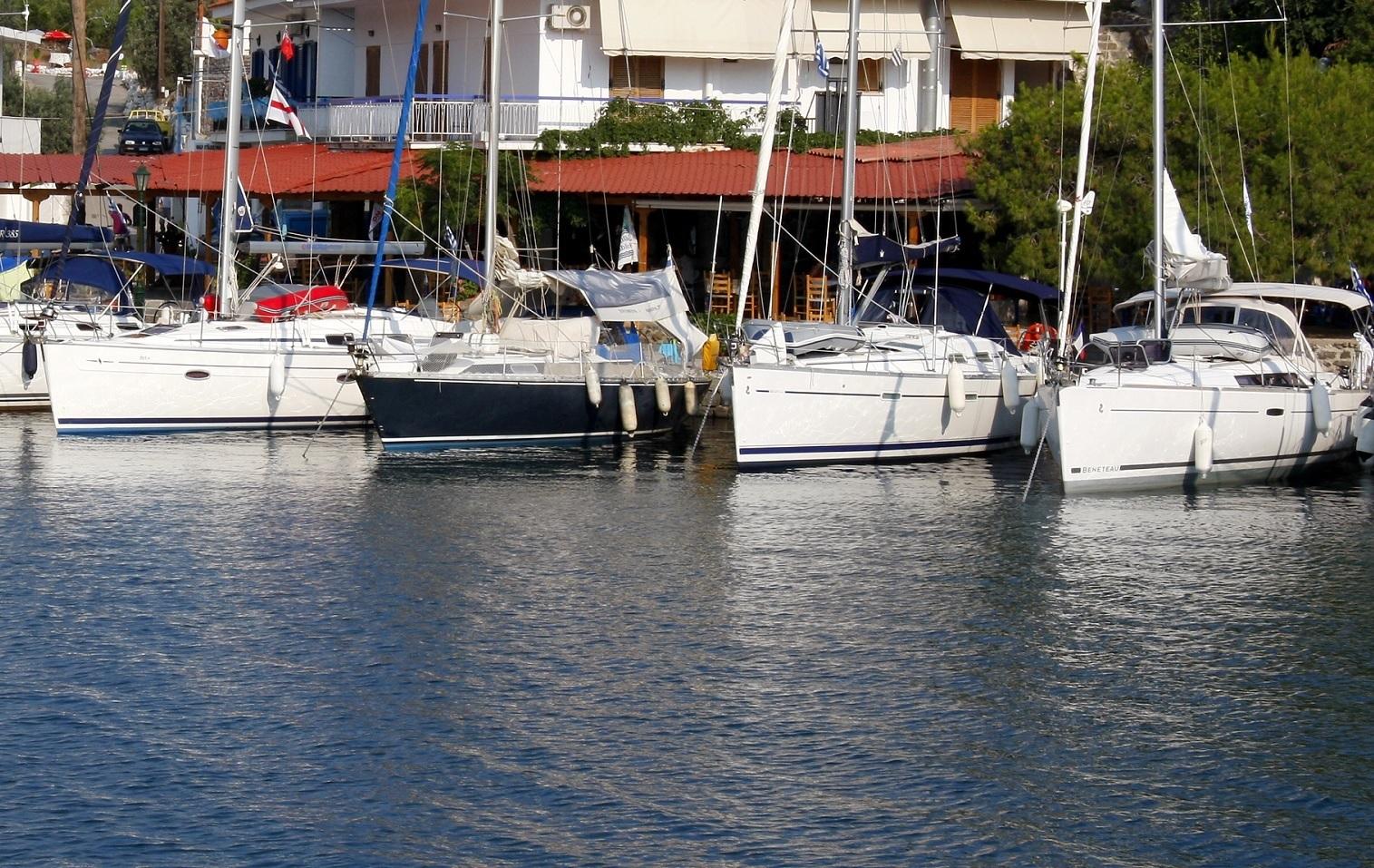 Aten - Alimos Marina (Exadas Yachts)