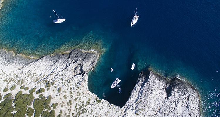 Kristallklart vatten i Kroatien